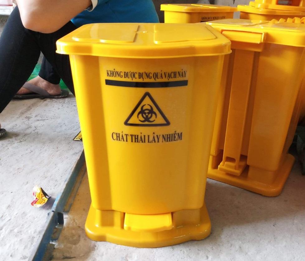 Thùng rác đạp chân 15 lít màu vàng
